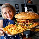 با خوردن همبرگر 6 کیلوگرمی در رستورانی در بانکوک 330 دلار جایزه میگیرید!